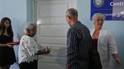 Lidia Esther Turner Martí inaugura Centro de Idiomas