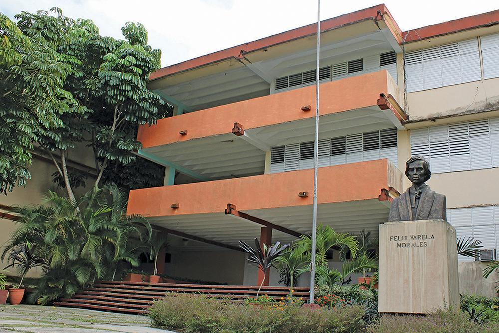 Facultad de Educación Media