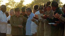 Presidió Raúl homenaje al Che y sus compañeros