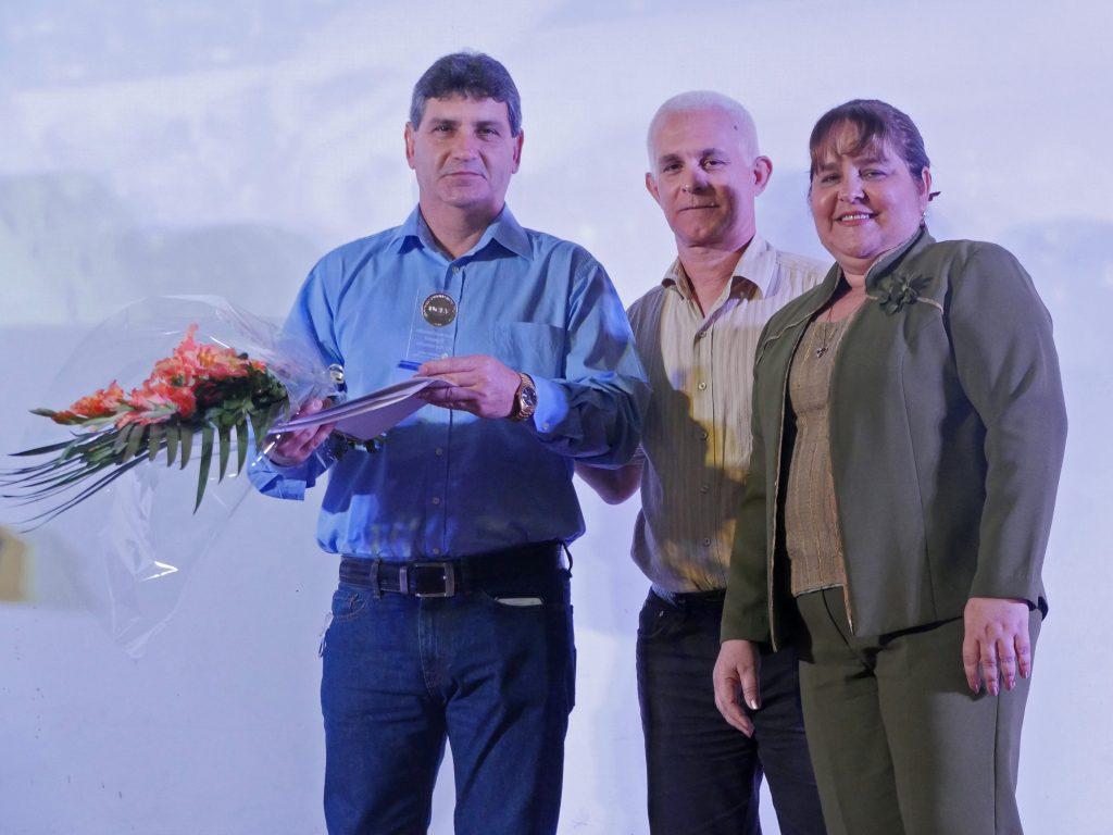 Dr. C. Osvaldo Fernández Martínez (A la izquierda)