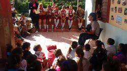 """Artistas aficionados de la FMFC y niños de la comunidad dijeron """"Felicidades Mujer"""""""