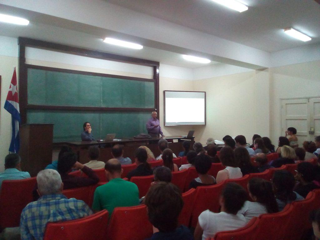 El Dr. Andrés Olivera Ranero, Director General del Proyecto Hábitat 2 y uno de los organizadores de este Seminario, realizó la presentación de nuestra Universidad