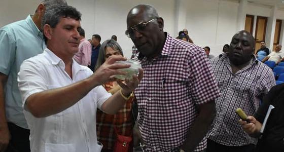 Salvador Valdés Mesa, primer vicepresidente de los Consejos de Estado y de Ministros, en su visita al IBP de nuestra UCLV