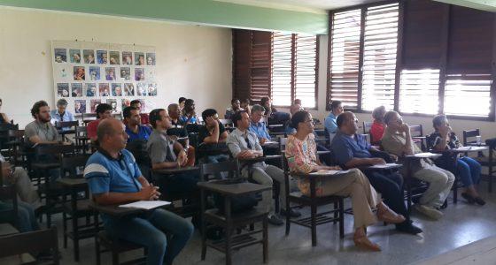 Defensa pública de plan de estudios en MFC