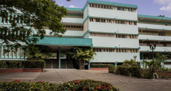 Ubicada en las cercanías del Estadio Augusto César Sandino de Santa Clara, la Sede Manuel fajardo acoge a la carrera de Cultura Física